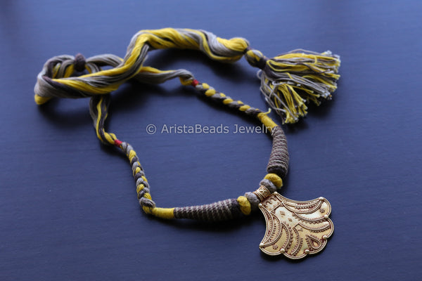 Geru Necklace Yellow Thread