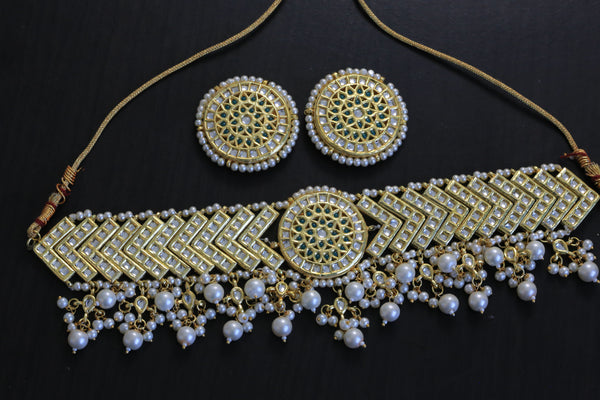 Kundan Choker Set With Studs