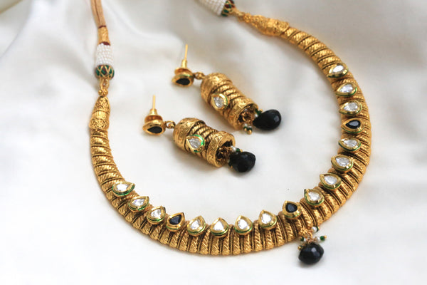 Kundan Hasli Antique Necklace - AristaBeads Jewelry - 2