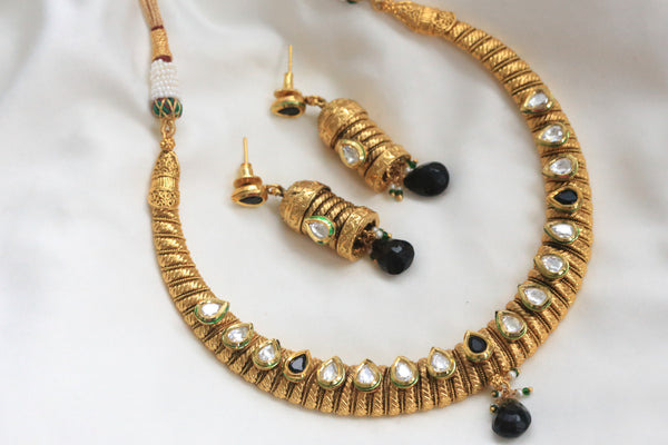 Kundan Hasli Antique Necklace - AristaBeads Jewelry - 3
