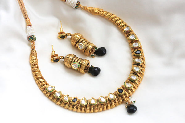 Kundan Hasli Antique Necklace - AristaBeads Jewelry - 4