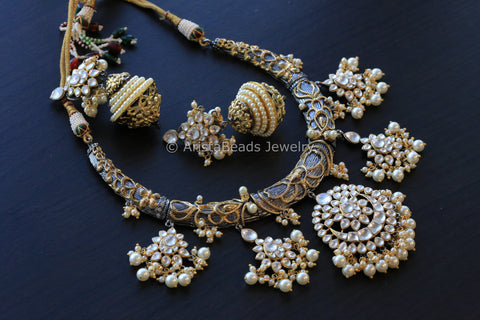 Contemporary Kundan Hasli Necklace Set