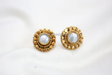 Small Pearl Silver Stud