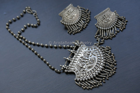 Tribal Silver Look Necklace Set