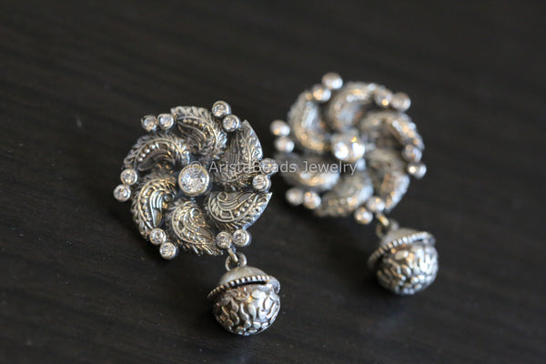 Cute Oxidized Studs - Clear