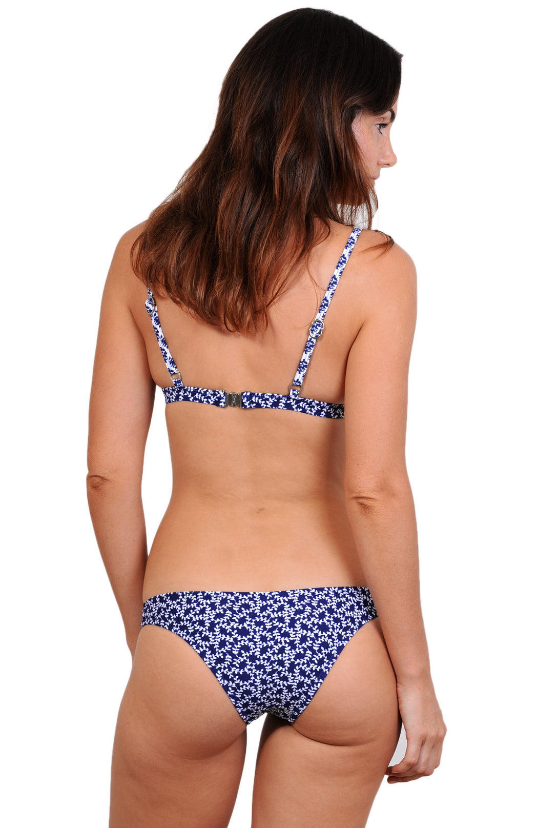 Features clip back, removable cups, adjustable straps