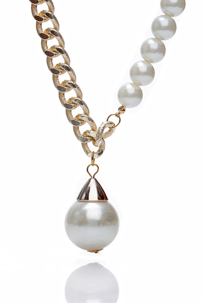 Buy Women Chain and Pendant, Named Svvelte Gold Toned Chain with a pearl pendant, from Svvelte, for Rs. 19.99