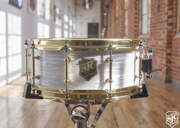 5.75x14 M5 Maple Snare  - White Ripple with Brass Hardware