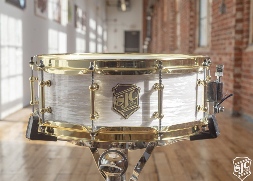 5.25x14 M5 Maple Snare - White Ripple with Brass Hardware