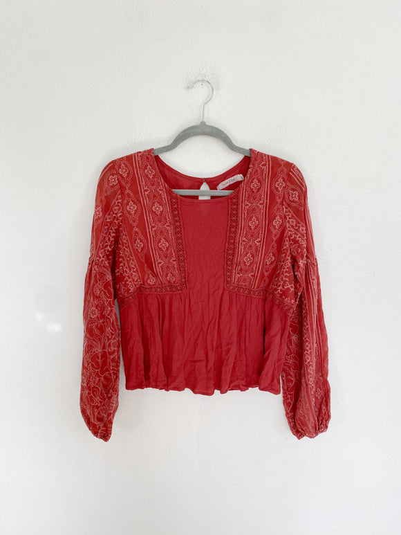 Taylor & Sage Embroidered Top size Medium