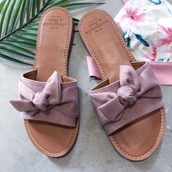 A&F bow tie slides - Size 8