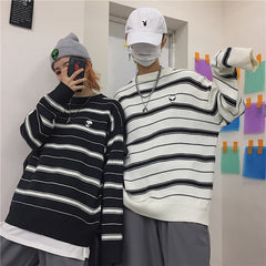 ALIEN STRIPED BLACK WHITE SWEATER