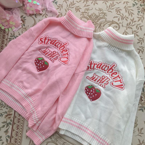 STRAWBERRY EMBROIDERED TURTLENECK SWEATER