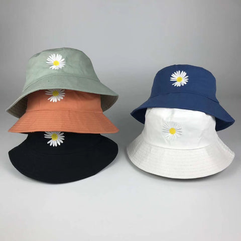 SMILEY DAISY BUCKET HAT