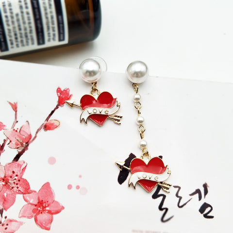 ASYMMETRIC CUPID ARROW PEARL EARRINGS