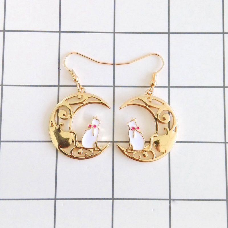 LUNA AND ARTEMIS EARRINGS