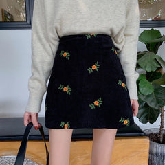 VINTAGE FLOWER EMBROIDERED MINI SKIRT