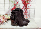 Fringed suede black ankle boots with fringes. Made in Italy. 100% Leather.