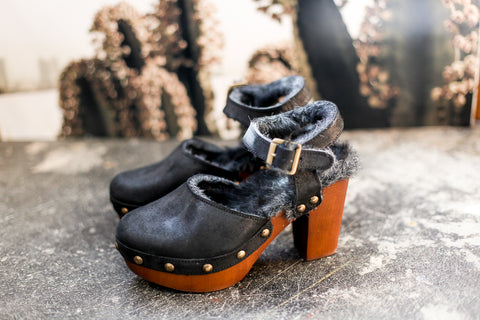 Moochy Furry Black Clogs