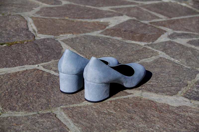 Portamento pumps in soft light blue suede with rounded toe and block heel.