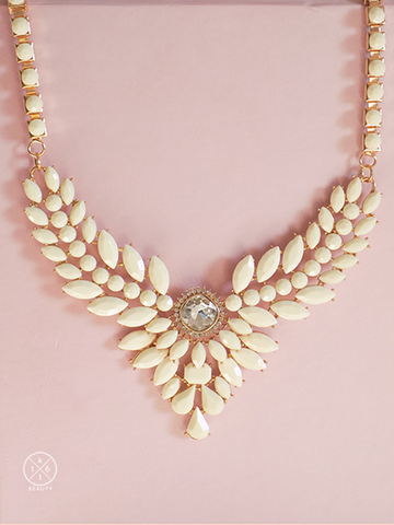 16kt Beauty Aria White Statement Necklace