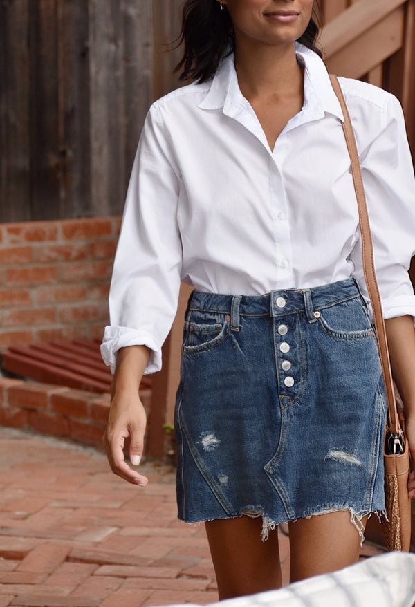 ON SALE:  Women's Oversized White Oxford shirt with jeans outfit. Perfect Fall and Autumn Women's Fashion business casual outfit. Casual and business casual outfits from The Lomas Brand. #casual #fashion #falloutfit  #model  #beauty #follow #fashion  #cute #outfit #lifestyle #Oxford  #girl #thelomasbrand