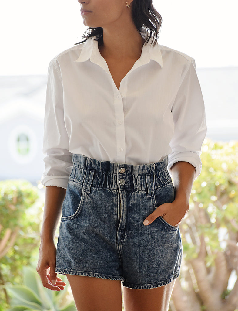 ON SALE:  Women's Oversized White Oxford shirt with jeans outfit. Perfect Spring Women's Fashion business casual outfit. Casual and business casual outfits from The Lomas Brand. #casual #fashion #springoutfit #winteroutfit  #model  #beauty #follow #fashion  #cute #outfit #lifestyle #Oxford  #girl #thelomasbrand