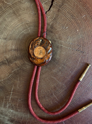 Load image into Gallery viewer, Wooden 1975 Penny Bolo Tie