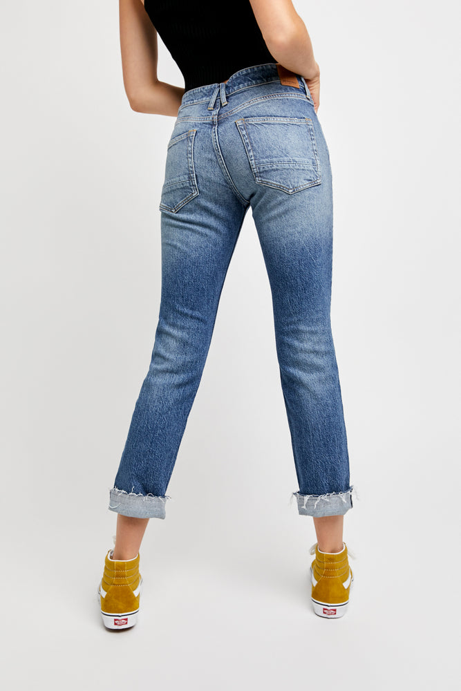 Load image into Gallery viewer, Cuffed Slim Boyfriend Jeans