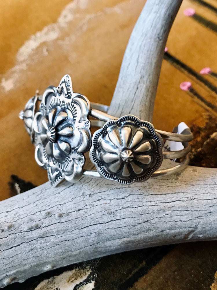 Load image into Gallery viewer, Sterling Silver Flowers Cuff Bracelet