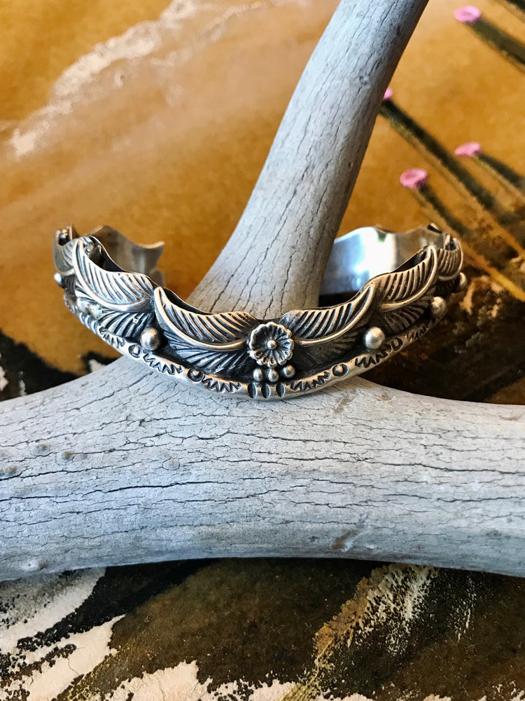 Load image into Gallery viewer, Sterling Silver Feathers Cuff Bracelet