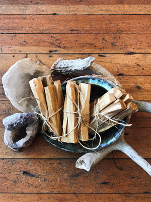 Load image into Gallery viewer, Palo Santo Incense Bundle of 6