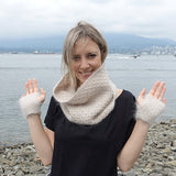 honey stone fingerless gloves {knitting pattern} - The Crafty Jackalope - 1