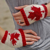 canadian fingerless gloves {knitting pattern} - The Crafty Jackalope - 1