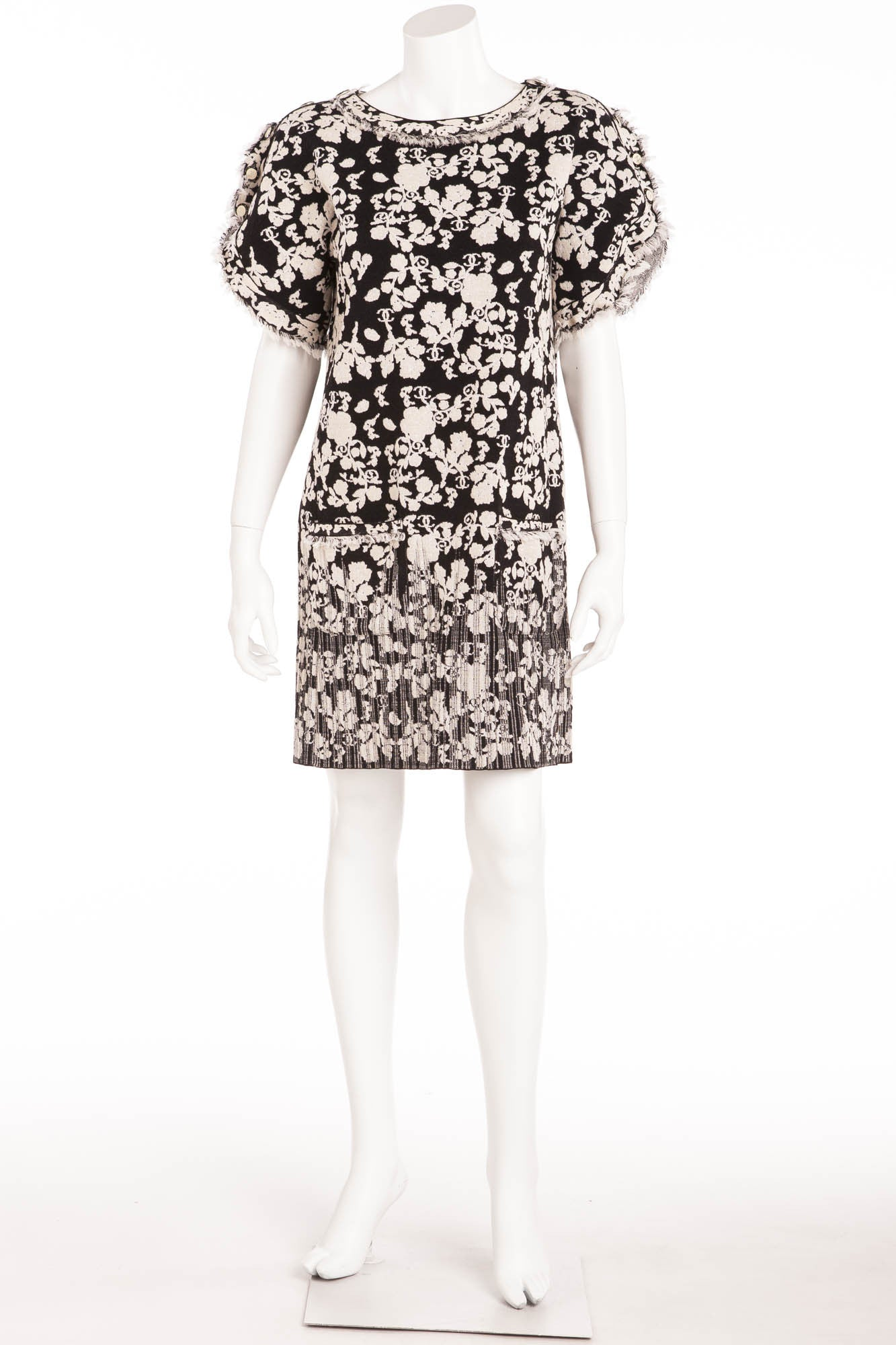 Chanel - White   Black Short Sleeve Floral Patterned Dress - FR 40 – LUXHAVE dc80e8e91