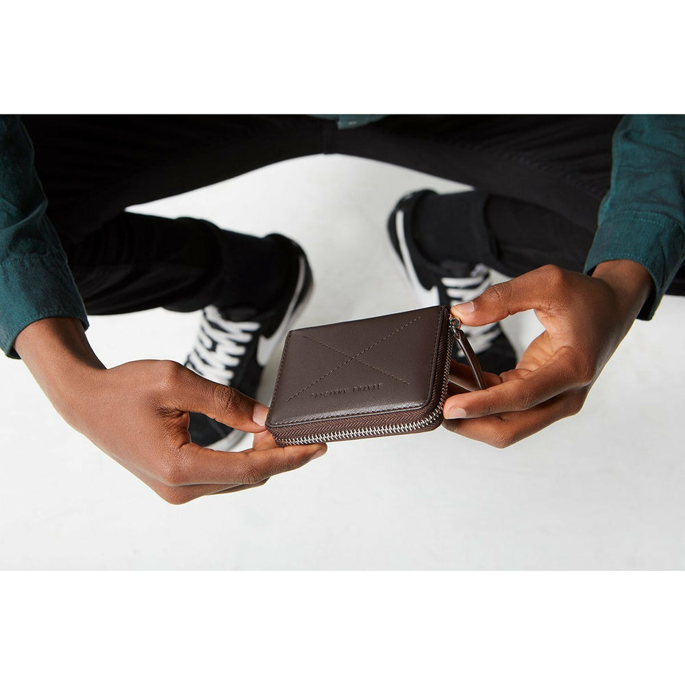 Status Anxiety Darius Wallet - Chocolate