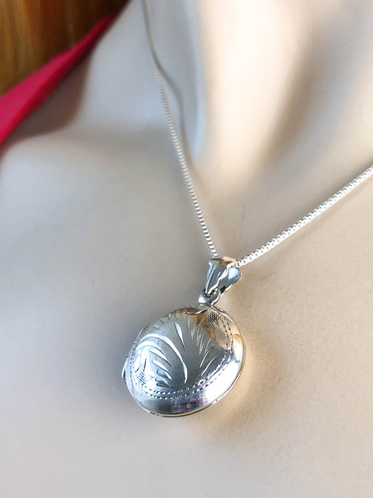 Victorian Heart Locket Necklace, Sterling Silver Etched Round Locket Pendant, Photo Locket Jewelry, Anniversary Gift for Her