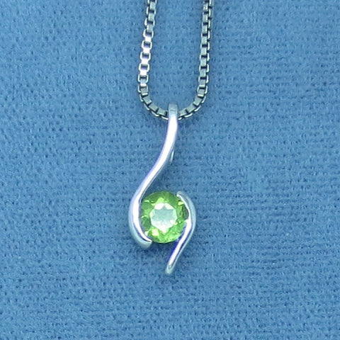 Tiny Genuine Peridot Necklace - Sterling Silver - p170808