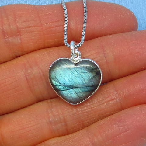Small Labradorite Heart Pendant Necklace - Sterling Silver - Teal Blue - p150953