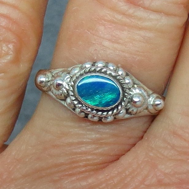 Size 8 Genuine Australian Opal Doublet Ring - Sterling Silver - Artisan - East West -- P0018