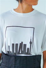 Load image into Gallery viewer, Mendes Ceylon Sky Line Print White T-shirt