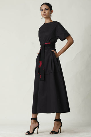 Midi Dress With Batik Belt - Black