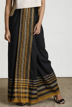 Load image into Gallery viewer, Hand woven Black Contrast Textured Sarong