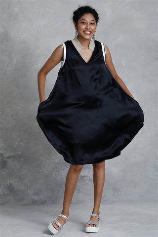 Monocrome Balloon Dress