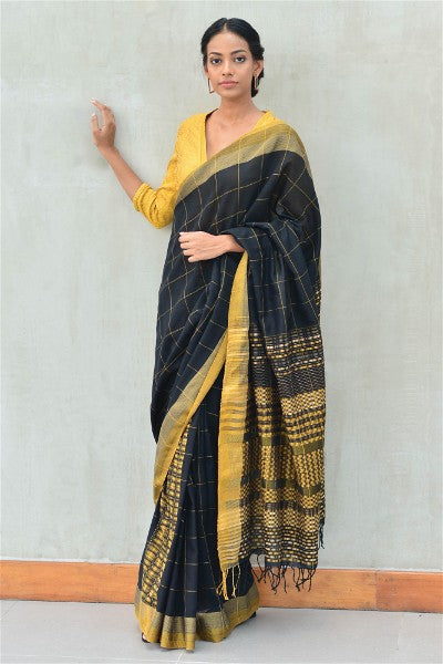 Urban Drape Pebble Check Saree