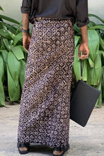 Load image into Gallery viewer, Beige & Black Pattern Sarong