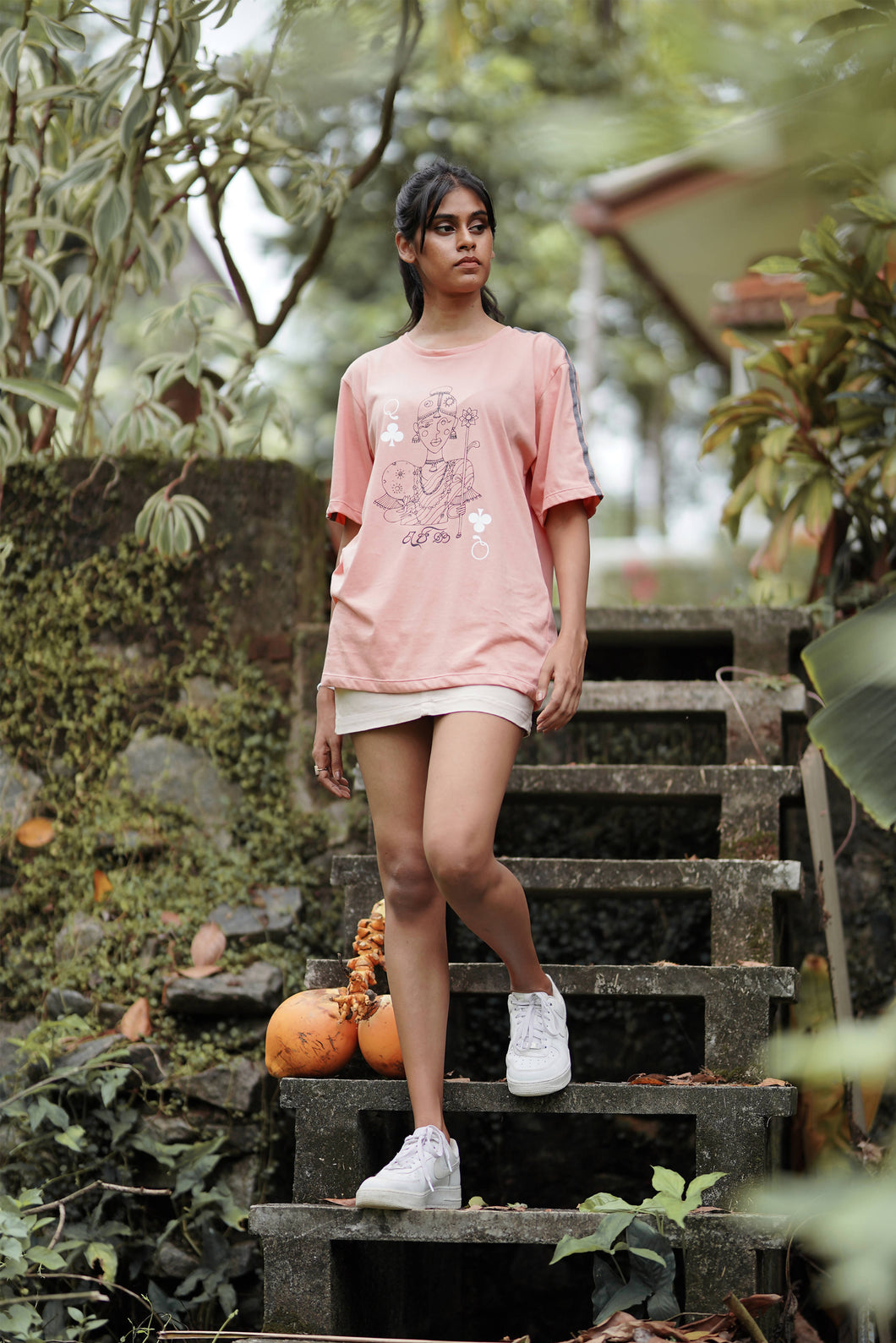Queen of Taprobana Dusty pink T-shirt (unisex)