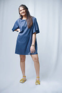 Bell sleeve loose dress.