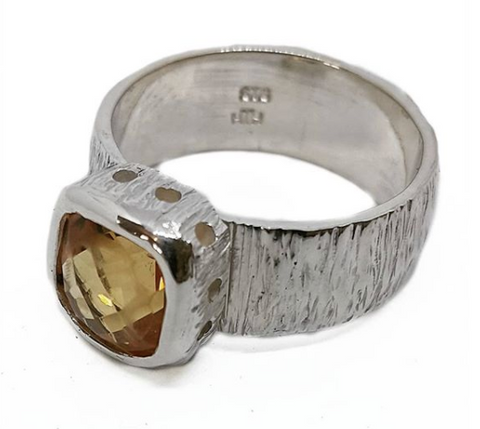 Well Citrine Ring