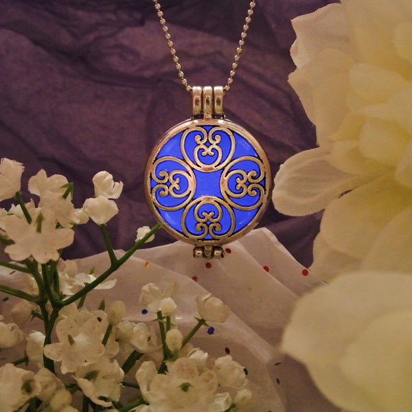 Arabesque - Blue - www.CuteGlow.com Glow in the dark jewelry